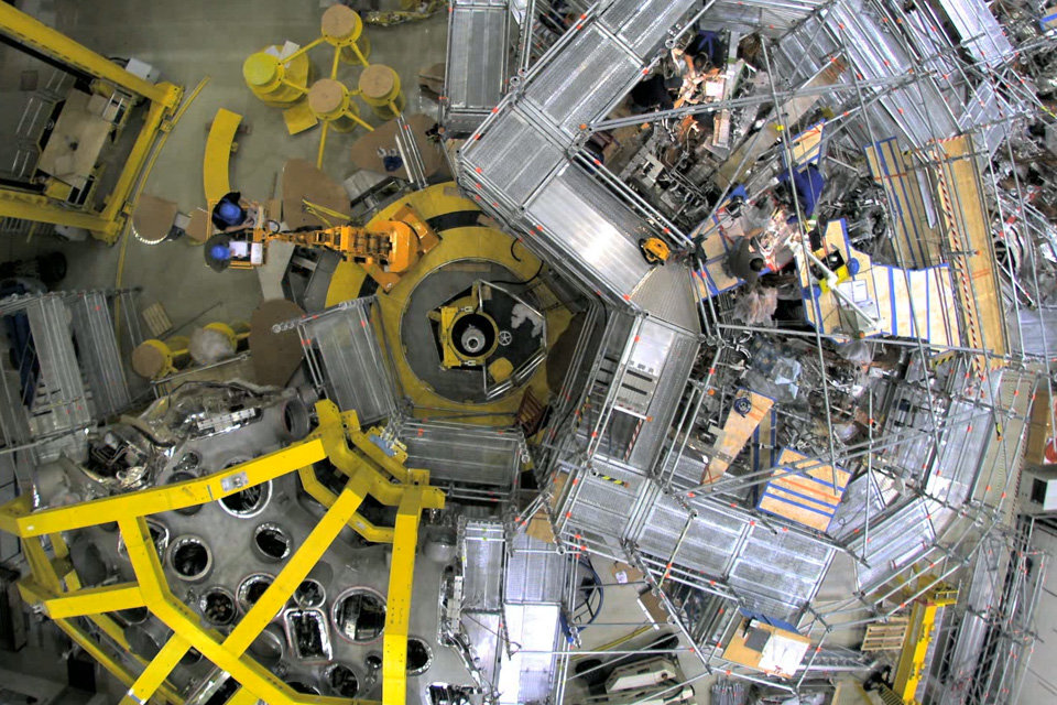 Construction of the Wendelstein 7-X fusion device from 2005 to 2014