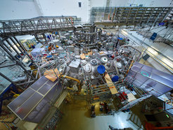 View into the experimentation hall: The main installation of Wendelstein 7-X is completed.