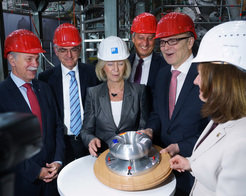 May 2014: The symbolic starting gun for the commissioning of Wendelstein 7-X was fired by Prof. Jürgen Mlynek, President of the Helmholtz Association, Prof. Romanelli, European Fusion Programme, Federal Research Minister Prof. Johanna Wanka, Prof. Peter Gruss, President of the Max Planck Society, Erwin Sellering, Prime Minister of Mecklenburg-Western Pomerania and Sibylle Günter, Scientific Director of IPP (from left to right).