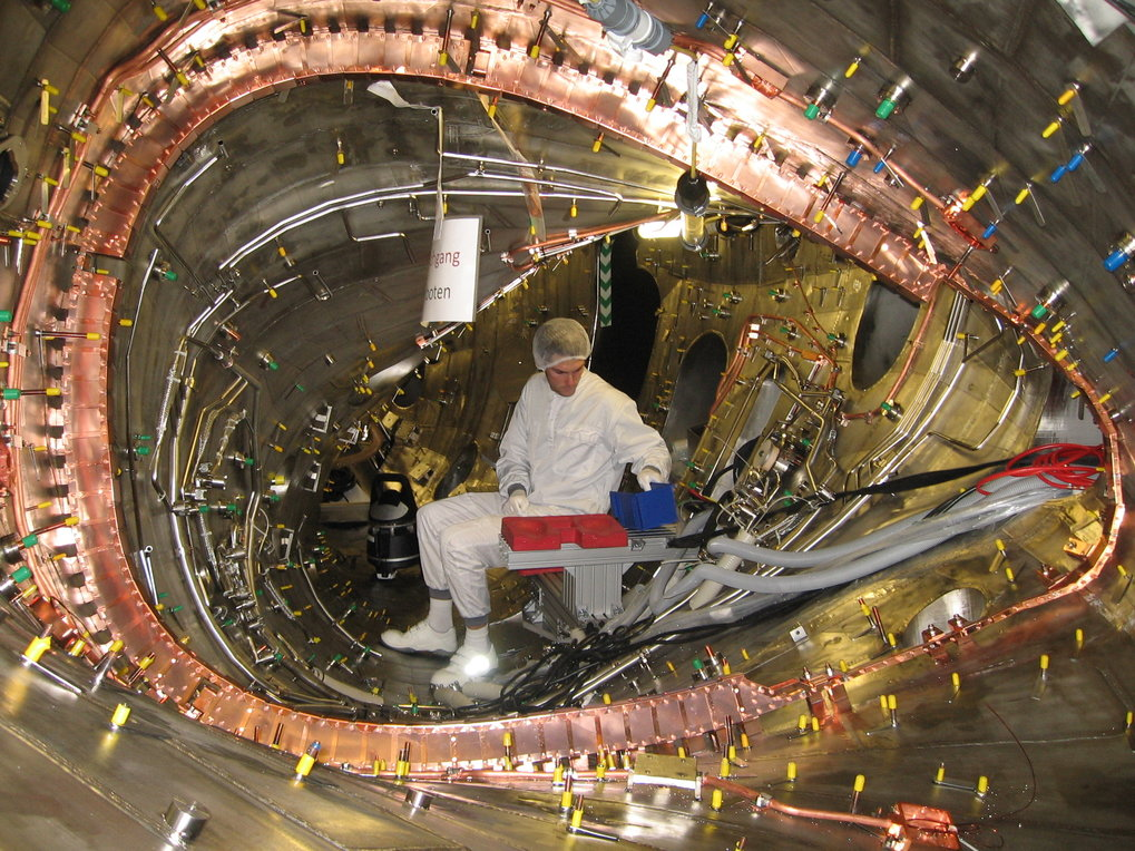 Installation of the diamagnetic loop in the plasma vessel: the copper loop (foreground) encircles the whole plasma cross-section and records variations of the magnetic field. They are caused by variations of the plasma energy or the distribution of electric currents in the plasma.