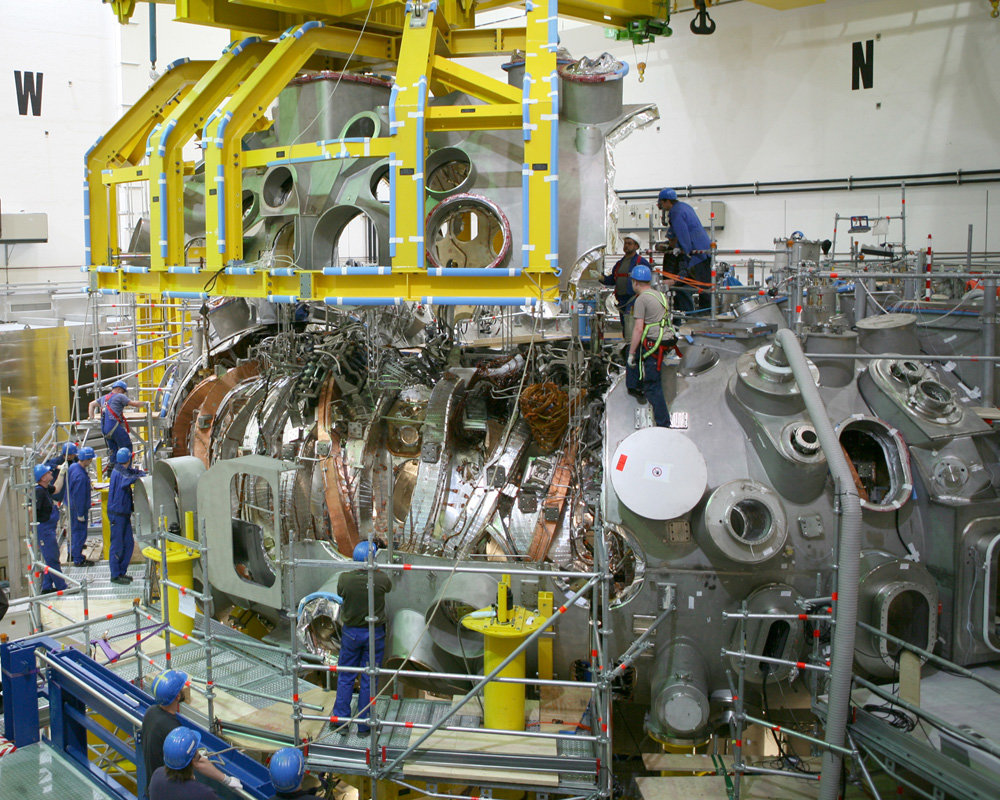 The construction of the Wendelstein 7-X fusion device was a great technical and scientific enterprise that required top performance from the industrial partners.