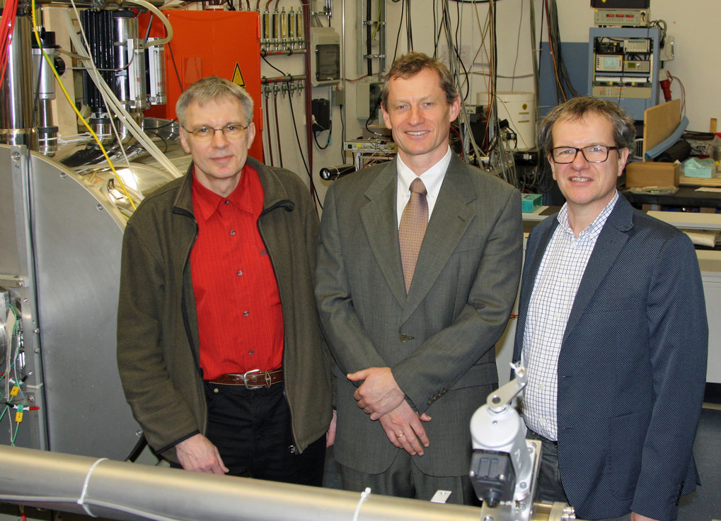 The Garching-Greifswald positron pulse group. From left to right: Prof. Dr. Lutz Schweikhard, Prof. Dr. Thomas Sunn Pedersen, Dr. Christoph Hugenschmidt.