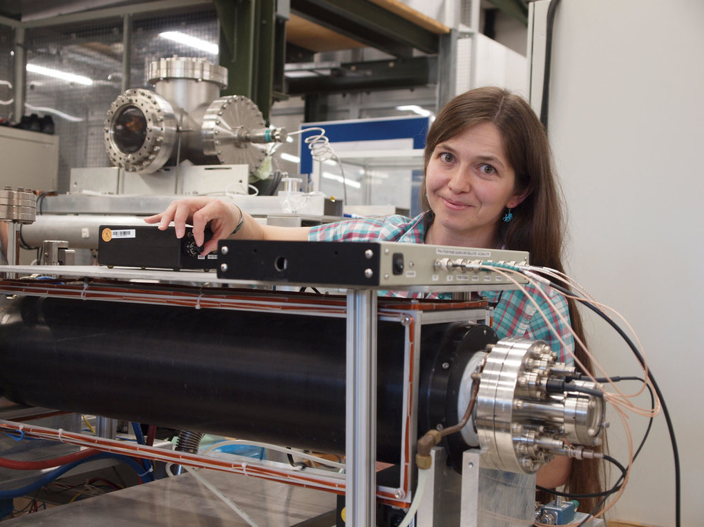 Dr. Eve Stenson at the particle trap, now surrounded by a magnet (black).