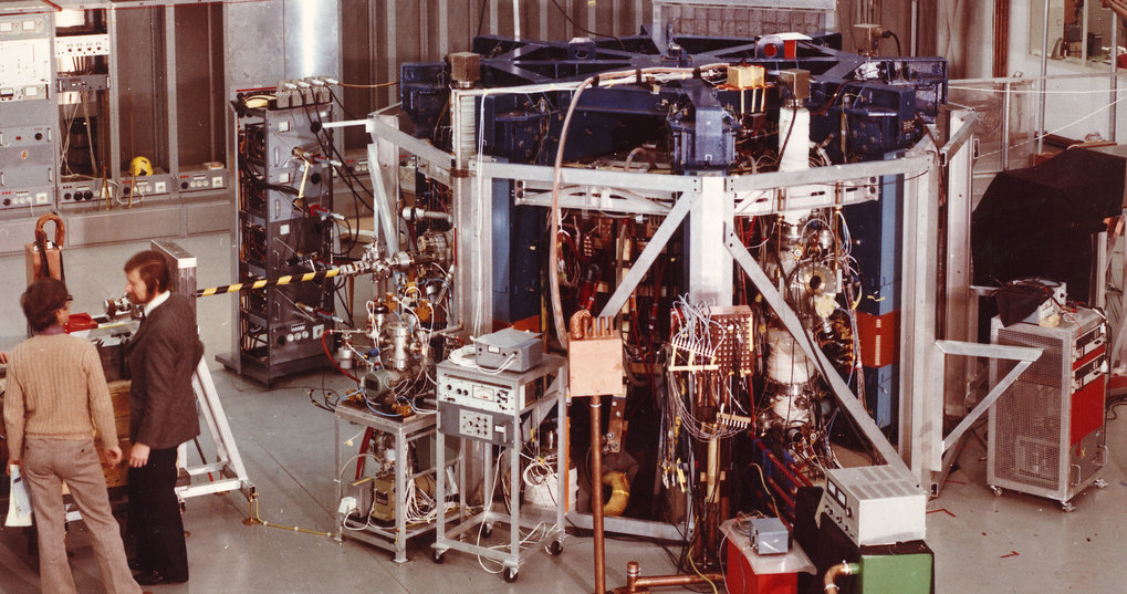 In 1971 IPP is incorporated in the Max Planck Society. In 1973 IPP's first tokamak device goes into operation – Pulsator (till 1979).