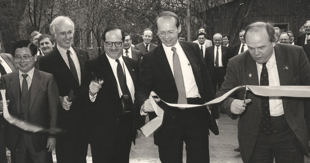 In 1988 the international ITER Group commences planning at IPP in Garching. Representatives of Japan, Europe, USA and the Soviet Union (from left to right) inaugurate the new ITER building.