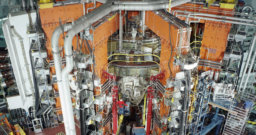 In 1991 JET achieves the first deuterium-tritium-discharge in the history of fusion research: 2 megawatts of fusion power are produced for 2 seconds.