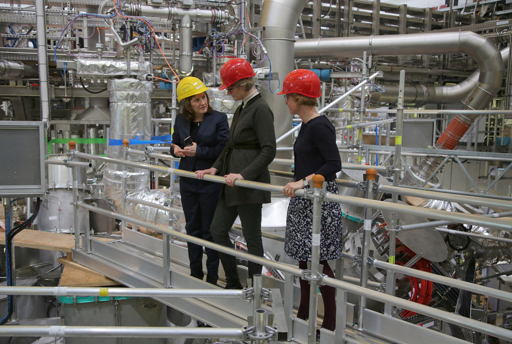 Federal Research Minister Karliczek and Minister Hesse visit IPP Greifswald